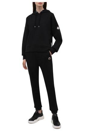 Женские хлопковые джоггеры MONCLER черного цвета, арт. G2-093-8H000-12-809LC   Фото 2 (Длина (брюки, джинсы): Стандартные; Материал внешний: Хлопок; Стили: Спорт-шик; Женское Кросс-КТ: Джоггеры - брюки, Брюки-спорт; Силуэт Ж (брюки и джинсы): Джоггеры)
