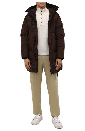 Мужская пуховик STONE ISLAND темно-коричневого цвета, арт. 751570123 | Фото 2 (Материал утеплителя: Пух и перо; Материал подклада: Синтетический материал; Материал внешний: Синтетический материал; Кросс-КТ: Куртка; Рукава: Длинные; Длина (верхняя одежда): До середины бедра; Мужское Кросс-КТ: пуховик-короткий; Стили: Кэжуэл)