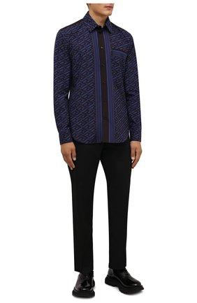 Мужская хлопковая рубашка VERSACE синего цвета, арт. 1002485/1A01810 | Фото 2 (Длина (для топов): Стандартные; Рукава: Длинные; Материал внешний: Хлопок; Случай: Повседневный; Принт: С принтом; Стили: Гламурный; Рубашки М: Regular Fit; Манжеты: На пуговицах; Воротник: Кент)