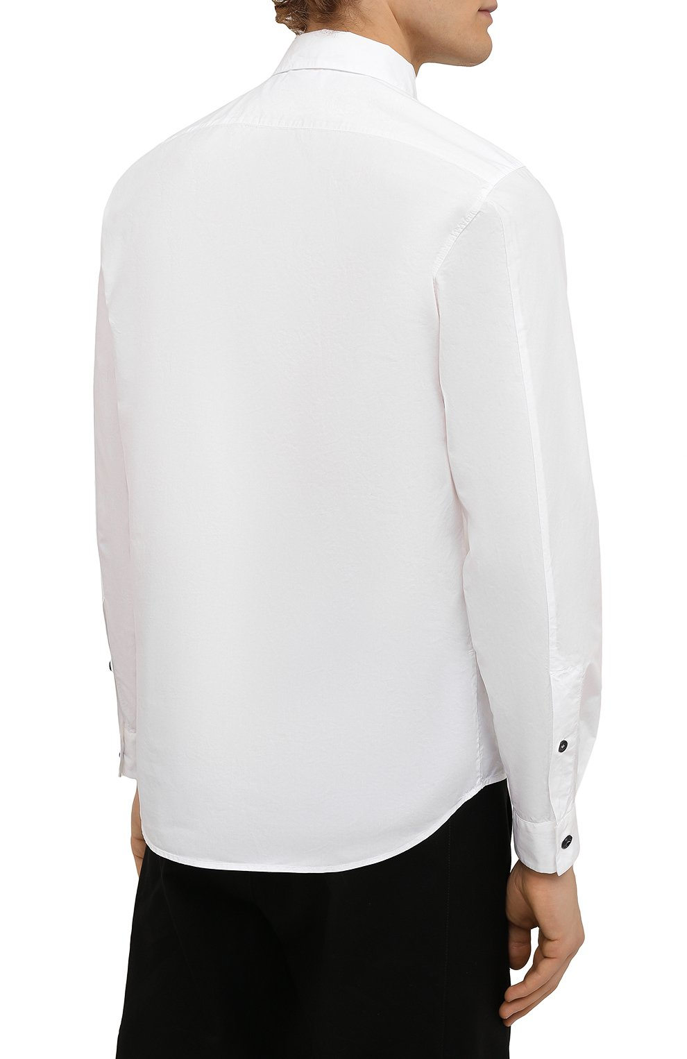 Мужская хлопковая рубашка STONE ISLAND белого цвета, арт. 751512501 | Фото 4 (Манжеты: На пуговицах; Воротник: Кент; Рукава: Длинные; Случай: Повседневный; Длина (для топов): Стандартные; Материал внешний: Хлопок; Принт: Однотонные; Стили: Кэжуэл)
