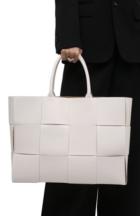 Мужская кожаная сумка-тоут BOTTEGA VENETA белого цвета, арт. 620623/VB1K0   Фото 2 (Материал: Натуральная кожа)