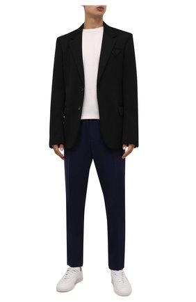Мужские шерстяные брюки VERSACE темно-синего цвета, арт. 1001015/1A00899 | Фото 2 (Материал внешний: Шерсть; Случай: Повседневный; Стили: Кэжуэл; Длина (брюки, джинсы): Стандартные)