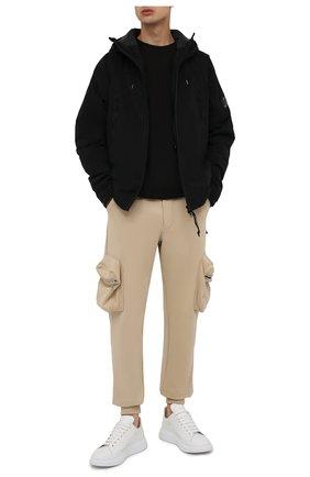 Мужская утепленная куртка C.P. COMPANY черного цвета, арт. 11CM0W025A-004117A | Фото 2 (Материал подклада: Синтетический материал; Материал внешний: Синтетический материал; Рукава: Длинные; Длина (верхняя одежда): Короткие; Кросс-КТ: Куртка; Мужское Кросс-КТ: утепленные куртки; Стили: Гранж)