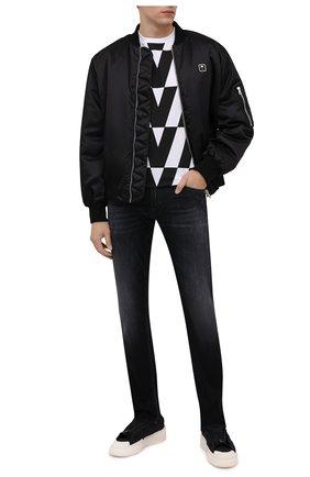 Мужская хлопковая футболка VALENTINO черно-белого цвета, арт. WV0MG10V7WV | Фото 2 (Материал внешний: Хлопок; Рукава: Короткие; Длина (для топов): Стандартные; Принт: С принтом; Стили: Кэжуэл)