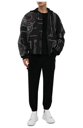 Мужские хлопковые джоггеры MARCELO BURLON черного цвета, арт. CMCA173F21FAB001 | Фото 2 (Материал внешний: Хлопок; Силуэт М (брюки): Джоггеры, Карго; Мужское Кросс-КТ: Брюки-трикотаж; Стили: Спорт-шик; Длина (брюки, джинсы): Стандартные)
