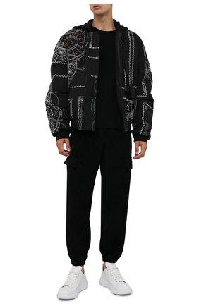 Мужской утепленный бомбер MARCELO BURLON черного цвета, арт. CMEH028F21FAB002   Фото 2 (Материал подклада: Синтетический материал; Материал внешний: Синтетический материал; Рукава: Длинные; Длина (верхняя одежда): Короткие; Кросс-КТ: Куртка; Мужское Кросс-КТ: утепленные куртки; Стили: Кэжуэл; Принт: С принтом)