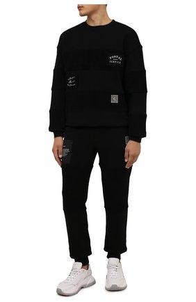 Мужской хлопковый свитшот TEE LIBRARY черного цвета, арт. TFK-SW-22 | Фото 2 (Рукава: Длинные; Длина (для топов): Стандартные; Материал внешний: Хлопок; Мужское Кросс-КТ: свитшот-одежда; Принт: С принтом; Стили: Гранж)