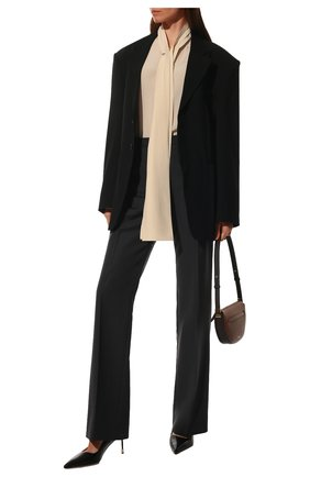 Женская шелковая блузка BURBERRY светло-бежевого цвета, арт. 8044833 | Фото 2 (Рукава: Длинные; Материал внешний: Шелк; Длина (для топов): Удлиненные; Женское Кросс-КТ: Блуза-одежда; Принт: Без принта; Стили: Кэжуэл)