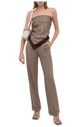 Женский шелковый платок GUCCI коричневого цвета, арт. 662576/3G001 | Фото 2 (Материал: Шелк, Текстиль; Принт: С принтом)