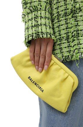 Женский клатч cloud xs BALENCIAGA желтого цвета, арт. 618895/1IZ03 | Фото 2 (Материал: Натуральная кожа; Женское Кросс-КТ: Клатч-клатчи; Размер: small; Ремень/цепочка: На ремешке)