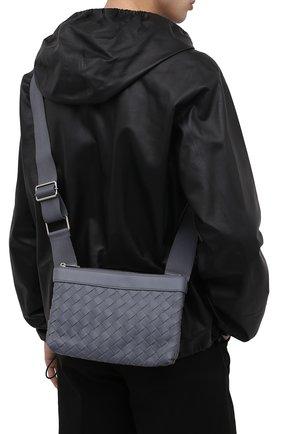 Мужская кожаная сумка BOTTEGA VENETA серого цвета, арт. 651938/V0E52   Фото 2 (Материал: Натуральная кожа; Ошибки технического описания: Нет глубины; Ремень/цепочка: На ремешке)