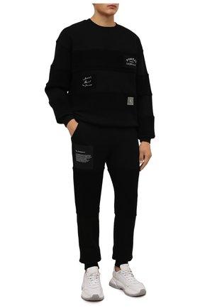 Мужские хлопковые джоггеры TEE LIBRARY черного цвета, арт. TFK-JP-45 | Фото 2 (Материал внешний: Хлопок; Длина (брюки, джинсы): Стандартные; Силуэт М (брюки): Джоггеры; Мужское Кросс-КТ: Брюки-трикотаж; Стили: Спорт-шик)