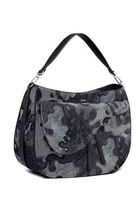 Мужская текстильная сумка saddle soft dior x peter doig DIOR темно-синего цвета, арт. 1ADHO023UDCH07E | Фото 2 (Материал: Текстиль)