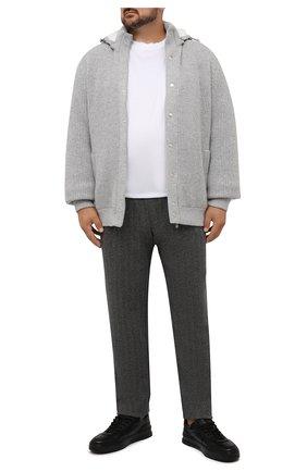 Мужские брюки CAPOBIANCO серого цвета, арт. 11M706.SPR0./58-60   Фото 2 (Длина (брюки, джинсы): Стандартные; Материал внешний: Синтетический материал, Хлопок; Случай: Повседневный; Стили: Кэжуэл)
