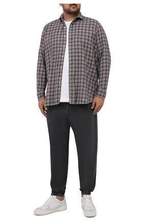 Мужские джинсы KITON серого цвета, арт. UFPPZ/J0330A   Фото 2 (Длина (брюки, джинсы): Стандартные; Материал внешний: Хлопок; Кросс-КТ: Деним; Силуэт М (брюки): Прямые; Стили: Кэжуэл)