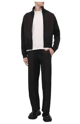 Мужские брюки BOTTEGA VENETA черного цвета, арт. 665907/V0C10 | Фото 2 (Материал внешний: Вискоза, Синтетический материал; Случай: Повседневный; Стили: Спорт-шик; Длина (брюки, джинсы): Стандартные)