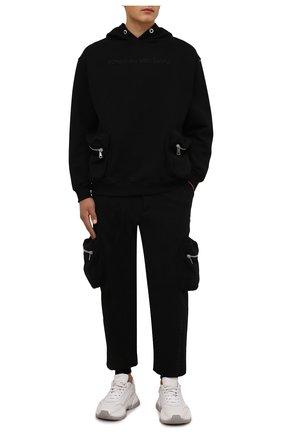 Мужские хлопковые джоггеры COMME DES FUCKDOWN черного цвета, арт. CDFU1290 | Фото 2 (Материал внешний: Хлопок; Длина (брюки, джинсы): Стандартные; Силуэт М (брюки): Джоггеры; Стили: Спорт-шик; Мужское Кросс-КТ: Брюки-трикотаж)