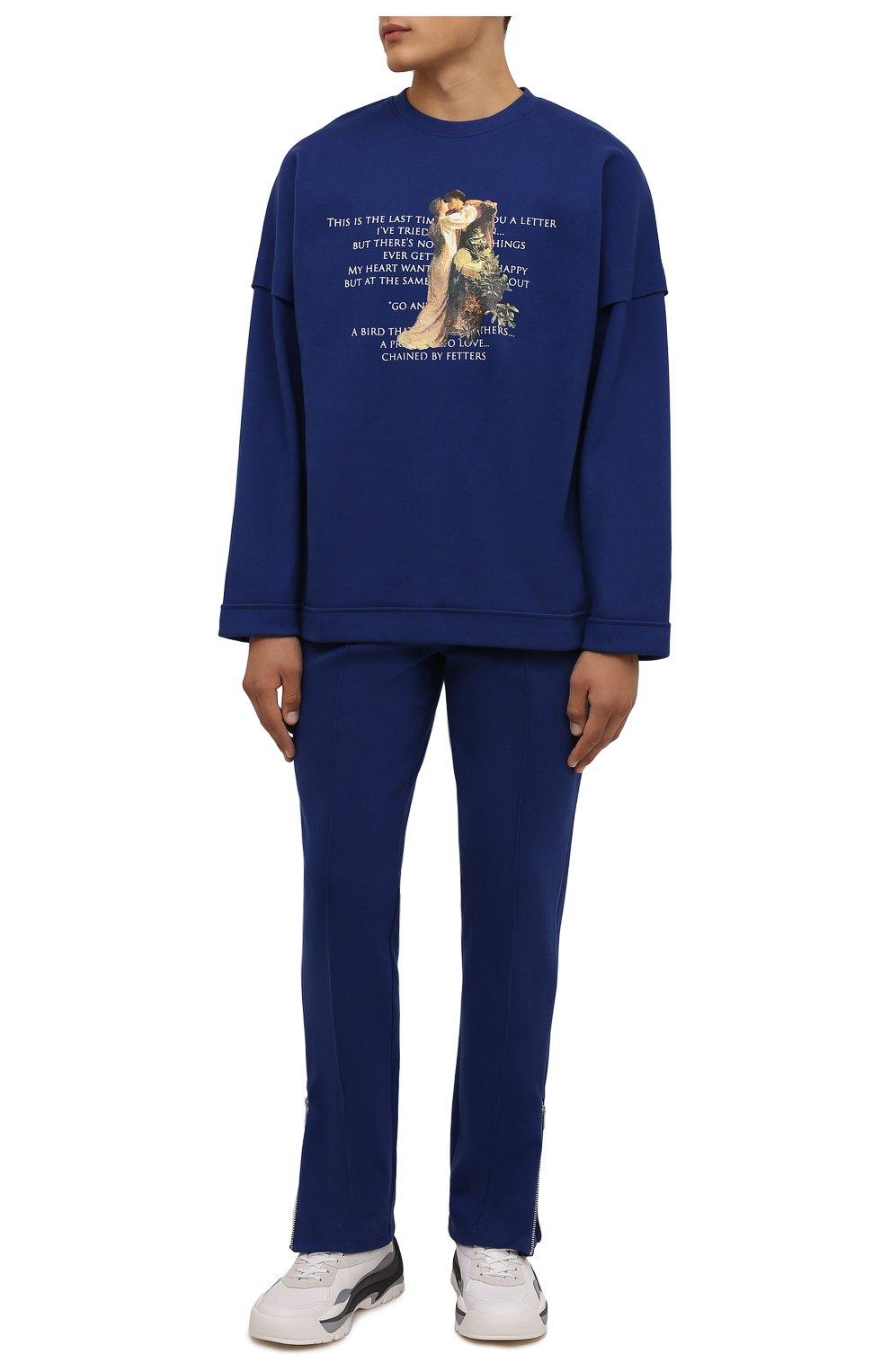 Мужская хлопковый лонгслив TEE LIBRARY синего цвета, арт. TFK-LT-18   Фото 2 (Рукава: Длинные; Длина (для топов): Стандартные; Стили: Гранж; Принт: С принтом; Материал внешний: Хлопок)