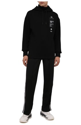 Мужской хлопковое худи TEE LIBRARY черного цвета, арт. TFK-HT-03 | Фото 2 (Рукава: Длинные; Длина (для топов): Стандартные; Материал внешний: Хлопок; Мужское Кросс-КТ: Худи-одежда; Стили: Спорт-шик)