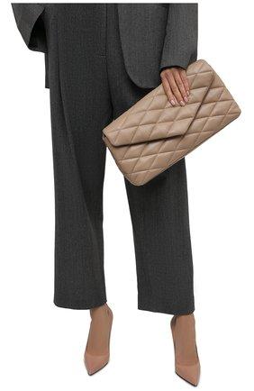 Женский клатч sade SAINT LAURENT бежевого цвета, арт. 655004/1EL01 | Фото 2 (Материал: Натуральная кожа; Женское Кросс-КТ: Вечерняя сумка, Клатч-клатчи; Размер: large)