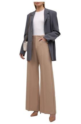 Женские шерстяные брюки CHLOÉ бежевого цвета, арт. CHC21APA16066   Фото 2 (Длина (брюки, джинсы): Удлиненные; Материал внешний: Шерсть; Стили: Романтичный; Силуэт Ж (брюки и джинсы): Расклешенные)