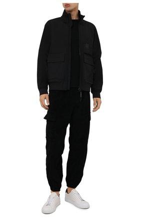 Мужской бомбер C.P. COMPANY черного цвета, арт. 11CM0W026A-006097A | Фото 2 (Материал внешний: Синтетический материал; Длина (верхняя одежда): Короткие; Материал подклада: Хлопок; Рукава: Длинные; Кросс-КТ: Куртка; Стили: Кэжуэл; Принт: Без принта)