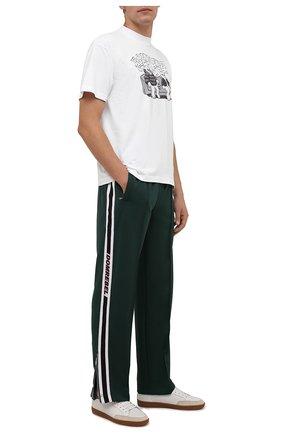 Мужские брюки DOMREBEL зеленого цвета, арт. MPLEATED/TRACK PANTS | Фото 2 (Материал внешний: Синтетический материал; Длина (брюки, джинсы): Стандартные; Случай: Повседневный; Стили: Спорт-шик)