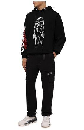Мужские хлопковые брюки-карго COMME DES FUCKDOWN черного цвета, арт. CDFU1382   Фото 2 (Материал внешний: Хлопок; Длина (брюки, джинсы): Стандартные; Случай: Повседневный; Силуэт М (брюки): Карго; Стили: Гранж)