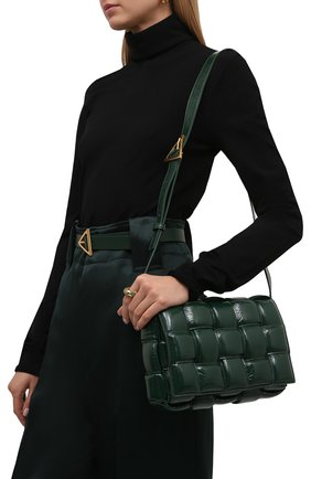 Женская сумка padded cassette BOTTEGA VENETA темно-зеленого цвета, арт. 591970/V13Y1 | Фото 2 (Материал: Натуральная кожа; Ремень/цепочка: На ремешке; Сумки-технические: Сумки через плечо; Размер: medium)