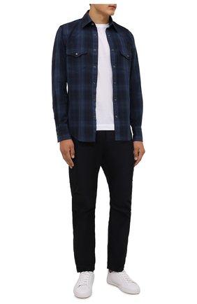 Мужская хлопковая рубашка TOM FORD темно-синего цвета, арт. 2FT821/94MEKI | Фото 2 (Длина (для топов): Стандартные; Материал внешний: Хлопок; Рукава: Длинные; Случай: Повседневный; Принт: Клетка; Рубашки М: Slim Fit; Манжеты: На кнопках; Воротник: Кент; Стили: Кэжуэл)
