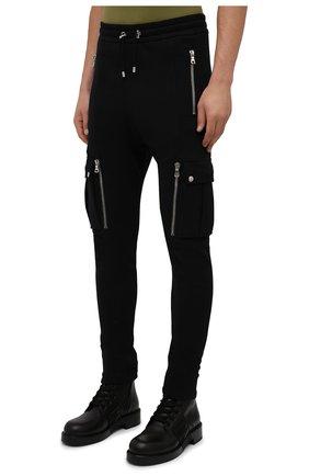 Мужские хлопковые джоггеры BALMAIN черного цвета, арт. WH10B080/B137 | Фото 3 (Силуэт М (брюки): Карго, Джоггеры; Мужское Кросс-КТ: Брюки-трикотаж; Длина (брюки, джинсы): Стандартные; Материал внешний: Хлопок; Стили: Кэжуэл)