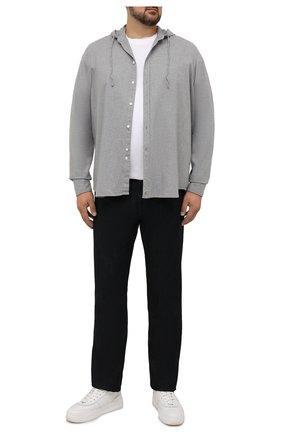 Мужская хлопковая рубашка SONRISA серого цвета, арт. ILS118F/F6100/47-51 | Фото 2 (Материал внешний: Хлопок; Случай: Повседневный; Принт: Однотонные; Рубашки М: Classic Fit; Манжеты: На пуговицах; Воротник: С капюшоном; Стили: Кэжуэл; Рукава: Длинные; Длина (для топов): Стандартные; Big sizes: Big Sizes)