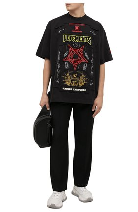 Мужская хлопковая футболка VETEMENTS черного цвета, арт. UA52TR680X 1610/M | Фото 2 (Длина (для топов): Удлиненные; Материал внешний: Хлопок; Рукава: Короткие; Принт: С принтом; Стили: Панк)