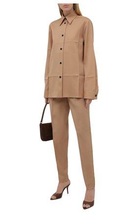 Женская шерстяная рубашка JIL SANDER бежевого цвета, арт. JSWT605206-WT202500 | Фото 2 (Стили: Минимализм; Материал внешний: Шерсть; Принт: Без принта; Рукава: Длинные; Длина (для топов): Стандартные, Удлиненные; Женское Кросс-КТ: Рубашка-одежда)