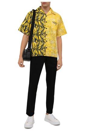 Мужская хлопковая рубашка PRADA желтого цвета, арт. UCS406-1ZVH-F0010-212 | Фото 2 (Материал внешний: Хлопок; Случай: Повседневный; Принт: С принтом; Рукава: Короткие; Воротник: Отложной)