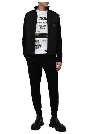 Мужские джоггеры PRADA черного цвета, арт. UJP180-1YFJ-F0806-212 | Фото 2 (Материал внешний: Синтетический материал, Хлопок; Мужское Кросс-КТ: Брюки-трикотаж; Силуэт М (брюки): Джоггеры; Стили: Спорт-шик)