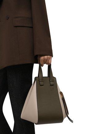Женская сумка hammock small LOEWE зеленого цвета, арт. A538S35X19   Фото 2 (Ремень/цепочка: На ремешке; Материал: Натуральная кожа; Размер: small; Сумки-технические: Сумки top-handle)