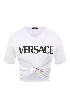 Женская хлопковая футболка VERSACE белого цвета, арт. 1001007/1A01873 | Фото 1 (Материал внешний: Хлопок; Рукава: Короткие; Длина (для топов): Укороченные; Женское Кросс-КТ: Футболка-одежда; Принт: С принтом; Стили: Спорт-шик)