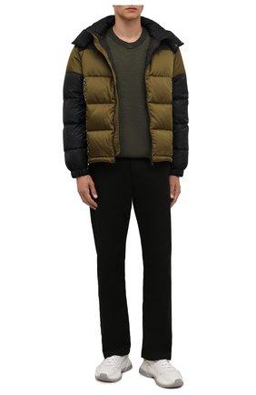 Мужская пуховая куртка VERSACE хаки цвета, арт. 1002645/1A01813 | Фото 2 (Рукава: Длинные; Материал утеплителя: Пух и перо; Материал подклада: Синтетический материал; Длина (верхняя одежда): Короткие; Материал внешний: Синтетический материал; Кросс-КТ: Куртка; Мужское Кросс-КТ: пуховик-короткий; Стили: Кэжуэл)