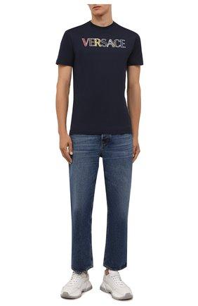 Мужская хлопковая футболка VERSACE темно-синего цвета, арт. 1002463/1A01811 | Фото 2 (Материал внешний: Хлопок; Длина (для топов): Стандартные; Рукава: Короткие; Принт: С принтом; Стили: Кэжуэл)