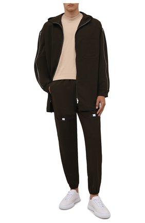 Мужские джоггеры JACQUEMUS хаки цвета, арт. 216PA103-1360 | Фото 2 (Длина (брюки, джинсы): Стандартные; Материал внешний: Синтетический материал; Силуэт М (брюки): Джоггеры; Стили: Спорт-шик)