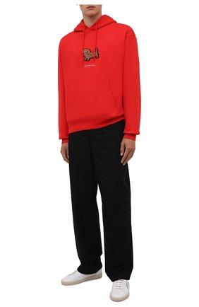 Мужской хлопковое худи JACQUEMUS красного цвета, арт. 216JS201-2120 | Фото 2 (Материал внешний: Хлопок; Длина (для топов): Стандартные; Рукава: Длинные; Мужское Кросс-КТ: Худи-одежда; Принт: С принтом; Стили: Спорт-шик)
