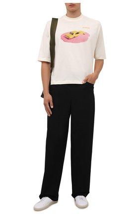 Мужская хлопковая футболка JACQUEMUS кремвого цвета, арт. 216JS105-2310 | Фото 2 (Рукава: Короткие; Материал внешний: Хлопок; Длина (для топов): Стандартные; Принт: С принтом; Стили: Гранж)