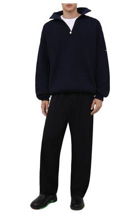 Мужской шерстяной свитер BALENCIAGA синего цвета, арт. 675274/T1611 | Фото 2 (Материал внешний: Шерсть; Принт: Без принта; Мужское Кросс-КТ: Свитер-одежда; Стили: Спорт-шик; Рукава: Длинные; Длина (для топов): Удлиненные)