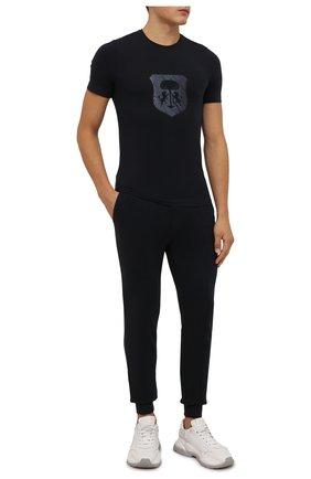 Мужские хлопковые джоггеры CORNELIANI темно-синего цвета, арт. 88G568-1825020/00 | Фото 2 (Материал внешний: Хлопок; Длина (брюки, джинсы): Стандартные; Силуэт М (брюки): Джоггеры; Стили: Спорт-шик; Мужское Кросс-КТ: Брюки-трикотаж; Кросс-КТ: Спорт)