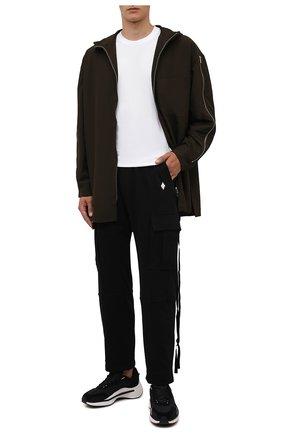Мужские хлопковые брюки-карго MARCELO BURLON черного цвета, арт. CMCH030F21JER001 | Фото 2 (Материал внешний: Хлопок; Длина (брюки, джинсы): Стандартные; Случай: Повседневный; Силуэт М (брюки): Карго; Стили: Гранж)