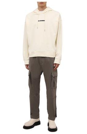 Мужские хлопковые брюки-карго MARCELO BURLON хаки цвета, арт. CMCH030F21JER001 | Фото 2 (Материал внешний: Хлопок; Длина (брюки, джинсы): Стандартные; Случай: Повседневный; Силуэт М (брюки): Карго; Стили: Гранж)