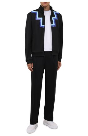 Мужские брюки MARCELO BURLON черного цвета, арт. CMCJ001F21JER002 | Фото 2 (Длина (брюки, джинсы): Стандартные; Материал внешний: Синтетический материал; Случай: Повседневный; Стили: Спорт-шик)