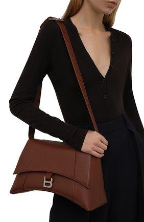 Женская сумка hourglass m BALENCIAGA коричневого цвета, арт. 671354/29S1Y | Фото 2 (Материал: Натуральная кожа; Размер: medium; Сумки-технические: Сумки через плечо)