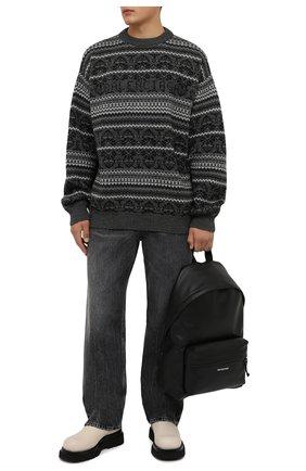 Мужской шерстяной свитер BALENCIAGA серого цвета, арт. 675280/T1612 | Фото 2 (Рукава: Длинные; Материал внешний: Шерсть; Длина (для топов): Стандартные; Мужское Кросс-КТ: Свитер-одежда; Стили: Кэжуэл; Принт: С принтом)